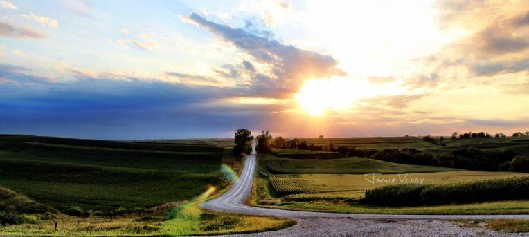 cropped-road-and-rows-in-iowa-jamie-vesay-trd-wm-img_9665-2.jpg