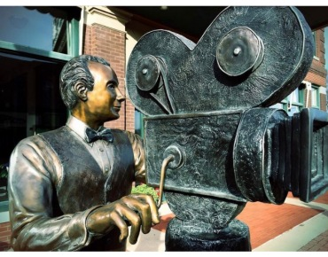 Cameraman old school bronze Cedar Falls IA Jamie Vesay WM IMG_8561
